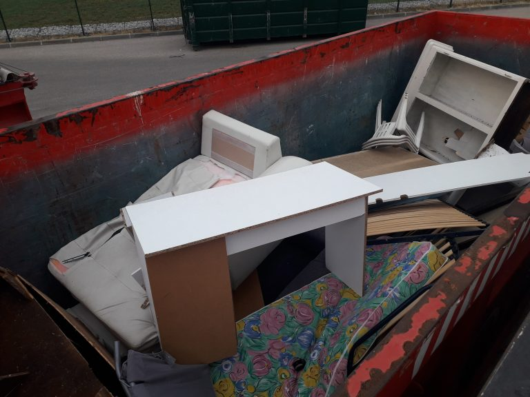 Mise en place d'une benne Éco-mobilier à la déchèterie de Banon le 15 septembre 2020